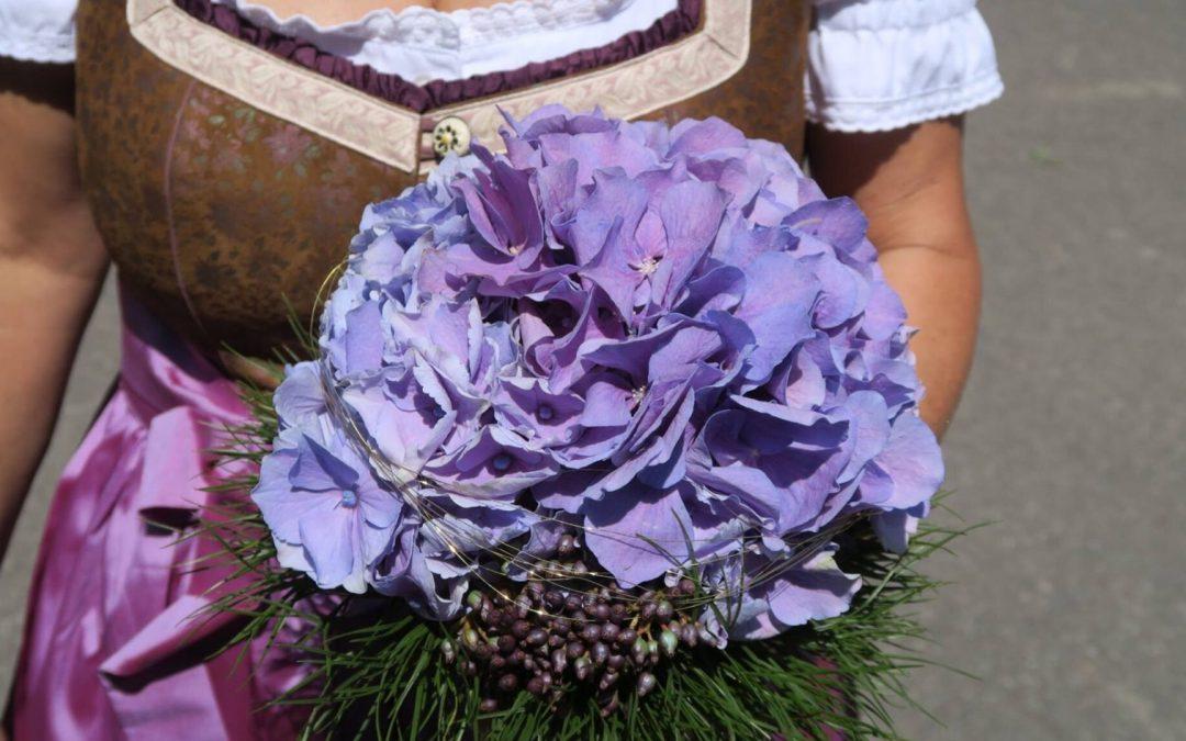 Hochzeit in Tracht – Lederhose und Dirndl