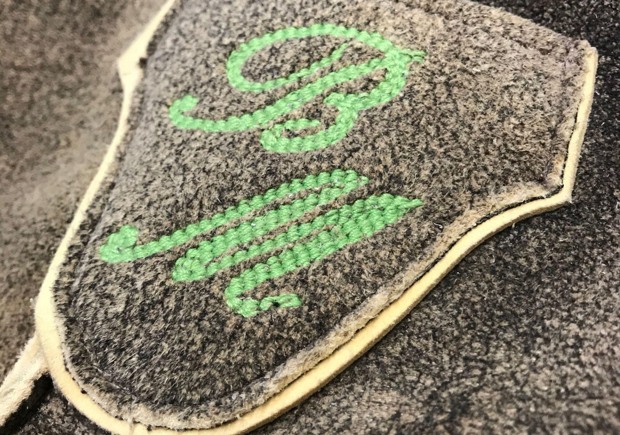 Monogramm auf Maß Lederhose